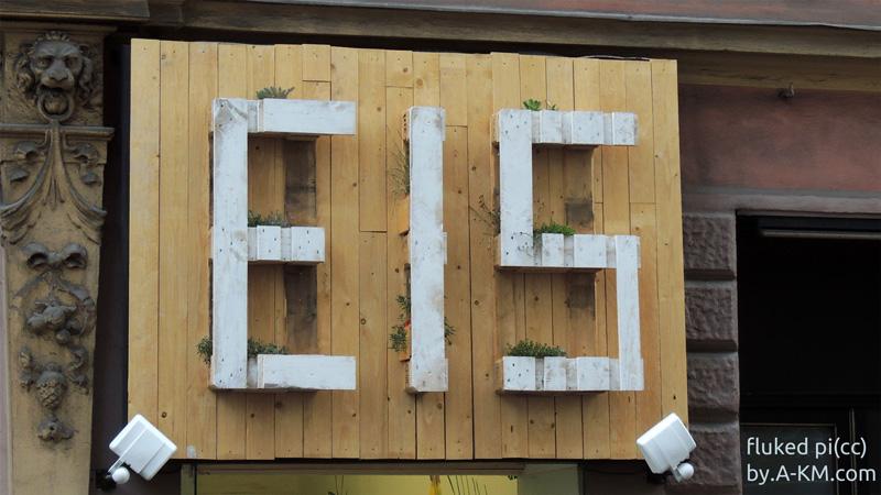 Euro-Paletten zum Wort EIS gestaltet - sehr cool!
